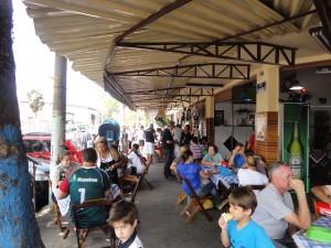 Além de ver as camisas do Vascão, os participantes também degustaram o famoso bolinho de bacalhau da casa, além de outra iguarias.