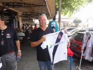 """O amigo Bjorn, Norueguês, que participou do evento e levou a camisa """"Camisas Negras"""" como presente para seu filho na Noruega."""